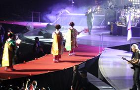 U2 日本公演最終日(舞妓さん登場)画像.jpg